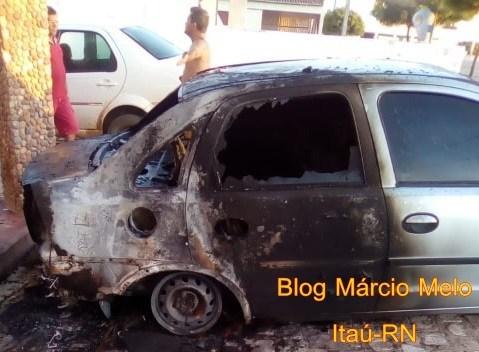 Carro que seria sorteado em bingo é incendiado na cidade de Rodolfo Fernandes