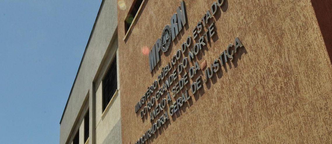 Resultado de imagem para Servidor da Justiça e advogado são presos no RN suspeitos de tentar sacar dinheiro com assinatura falsa de juiz